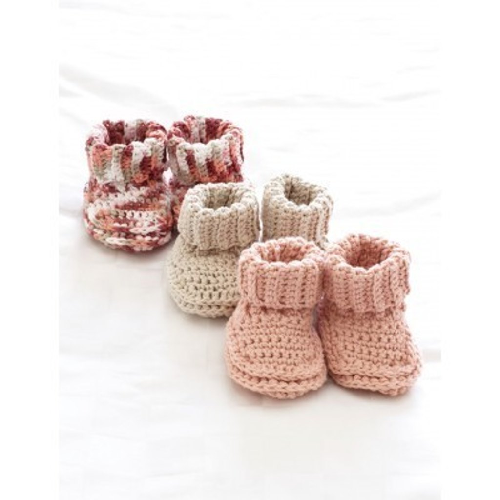 Baby's Booties in Bernat Handicrafter Cotton Solids - free baby crochet patterns