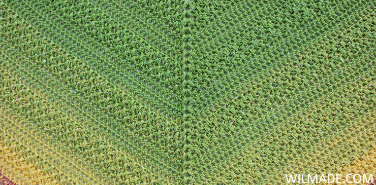 Lovely Luisa Shawl close up stitches - free crochet shawl pattern by Wilmade
