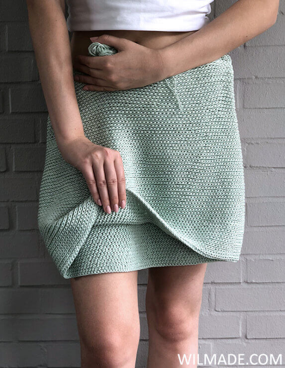 Different stitches reversible crochet skirt - free crochet pattern