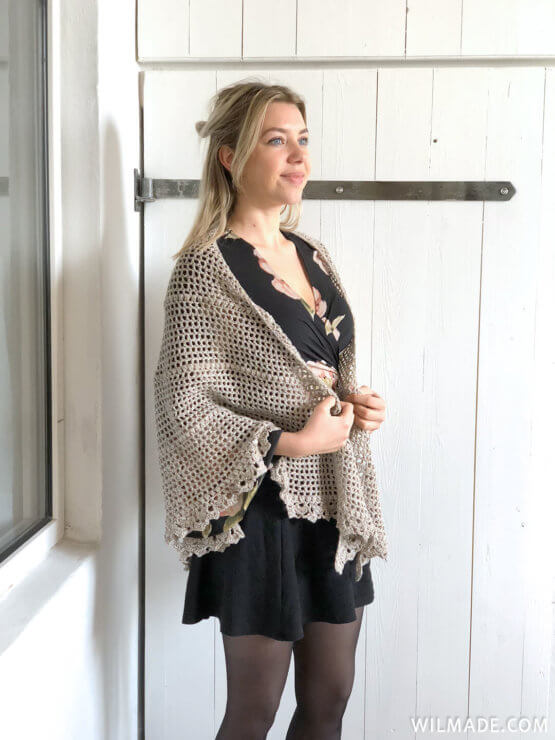 Durable Friendship Shawl - free crochet shawl pattern - Karla schuin voor
