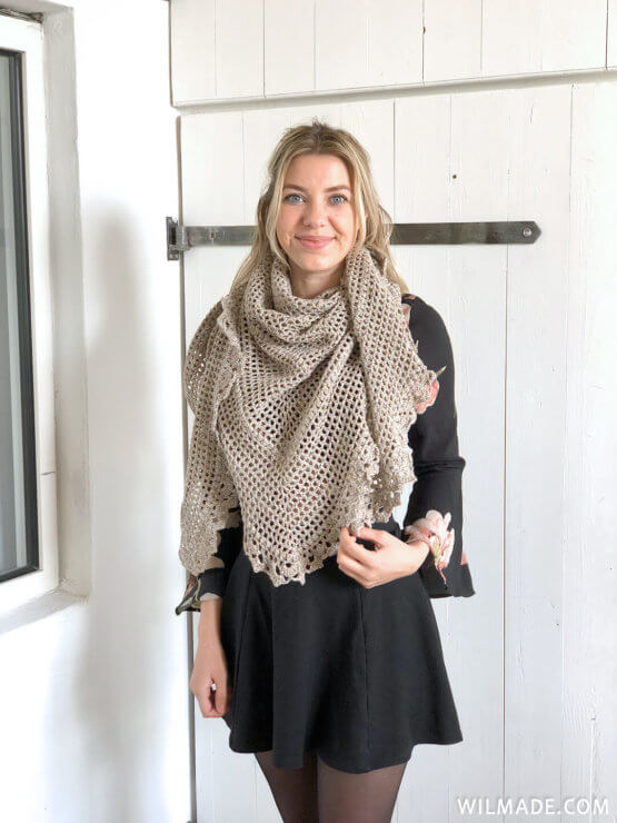 Durable Friendship Shawl - free crochet shawl pattern - Karla van voor