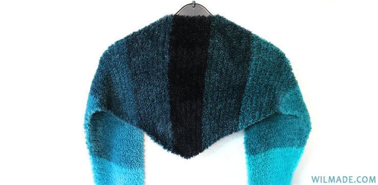 Fluffy crochet triangle shawl - free crochet pattern -Katia Velour Degrade yarn - 4 colors