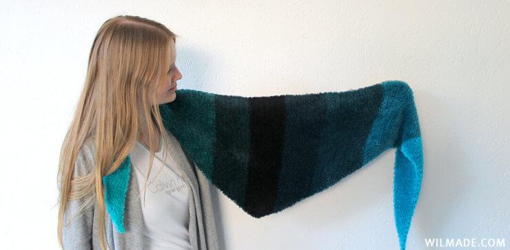 Fluffy crochet triangle shawl - free crochet pattern with Katia Velour Degrade