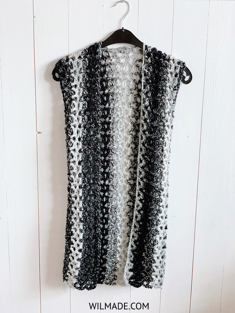 Crochet a sleeveless vest with Scarfie yarn