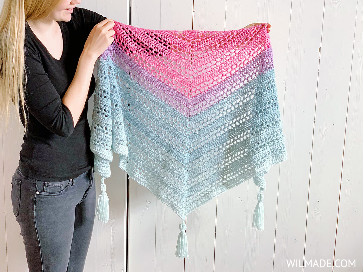 mandala yarn scarf pattern - free triangle crochet shawl by Wilmade