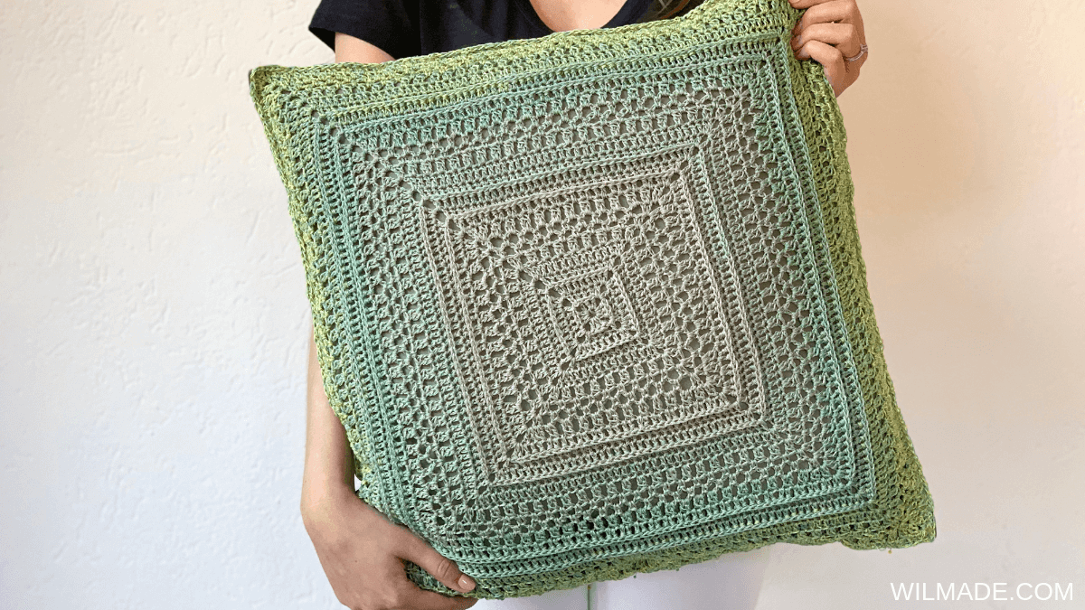 Granny square pattern - pillow by Wilmade