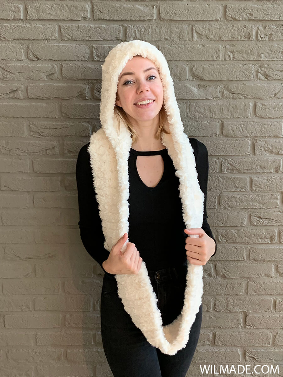 Faux fur hooded infinity scarf with lionbrand go for faux katia polar