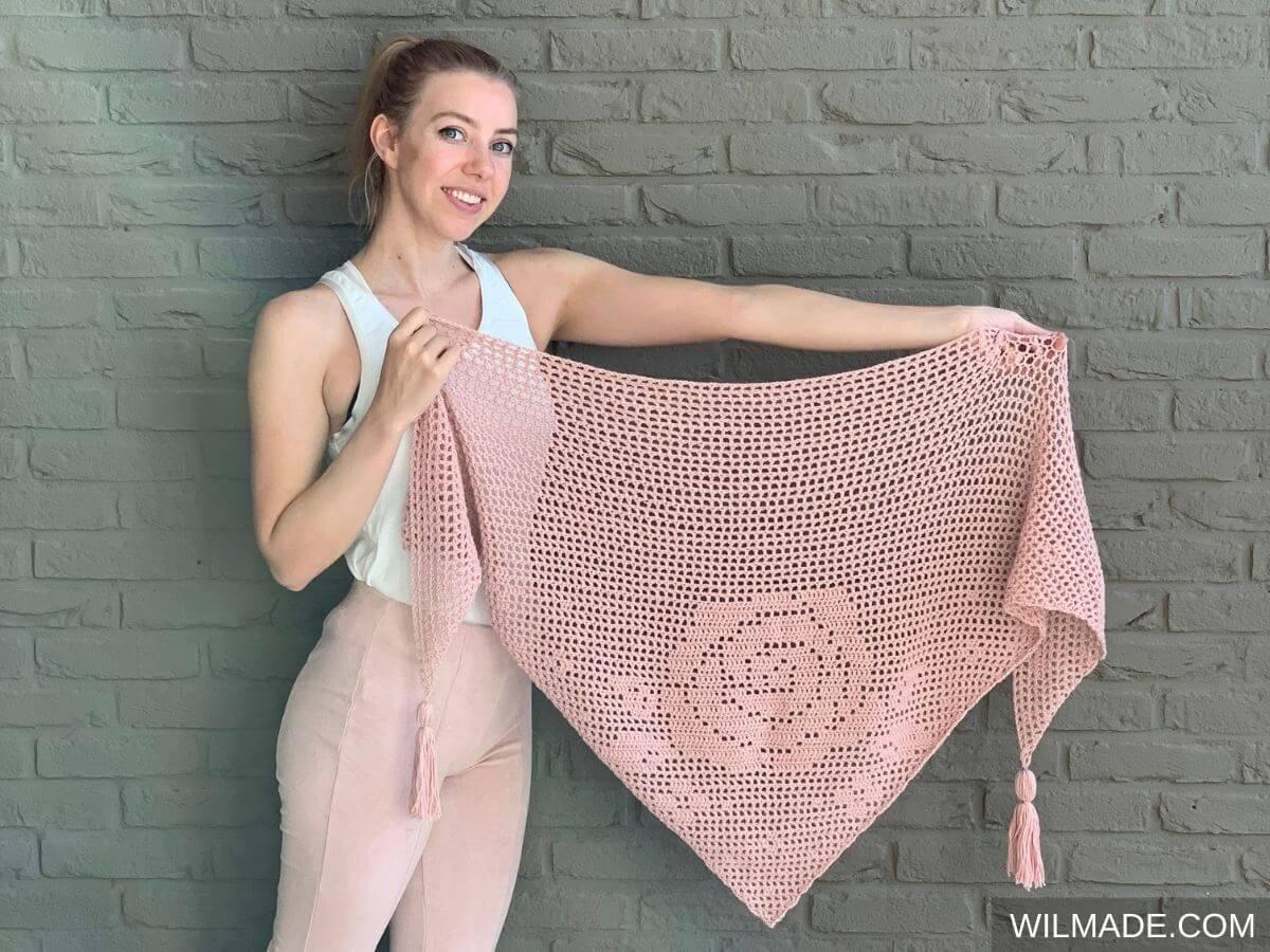 Pink crochet rose flower shawl with filet crochet technique - free crochet pattern